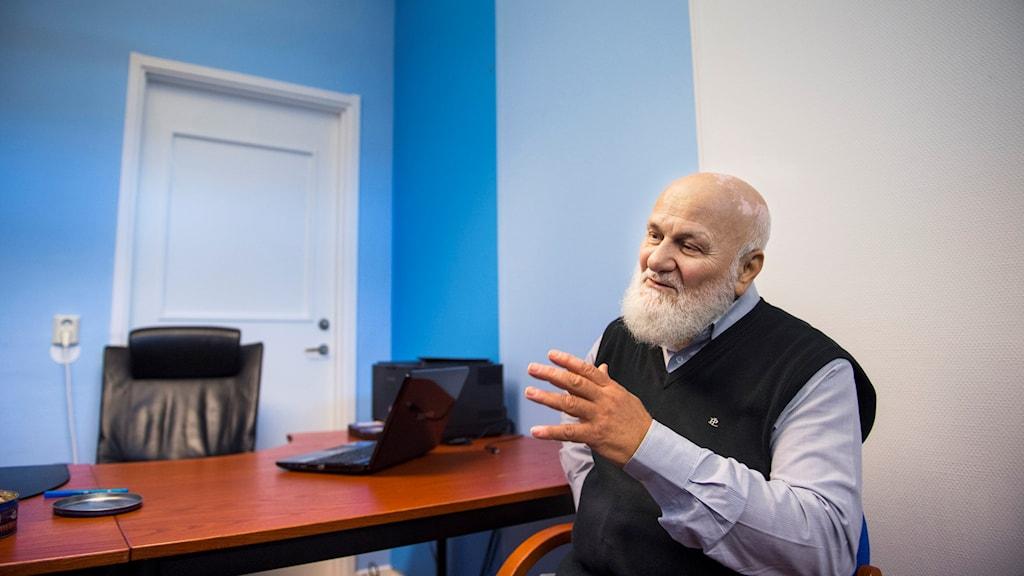Ali Ibrahim, som är imam i Malmö anser att samarbetet med kommunen kan bli bättre
