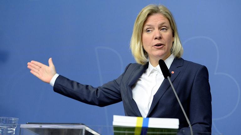 Finansminister Magdalena Andersson presenterar vårpropositionen vid en presskonferens i Rosenbad i Stockholm.
