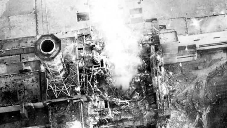 Tjernobyl, Reaktor 4 exploderar.