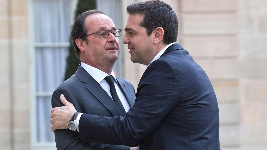 Alexis Tsipras söker stöd i Frankrike
