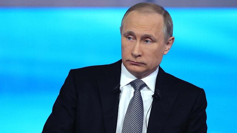 Putin under en direktsänd frågestund i rysk tv.