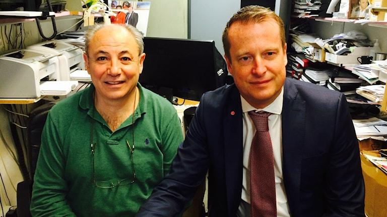 Tobakshandlaren Harout Artin vars tobaksaffär i Fittja utsatts för hot, våld och stöld mötte idag inrikesminister Anders Ygeman på besök i Norra Botkyrka.