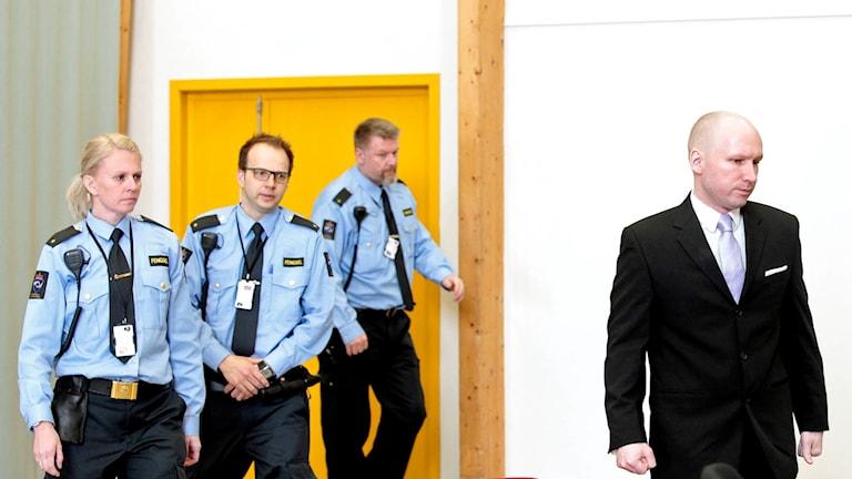 Anders Behring Breivik i rättssalen.