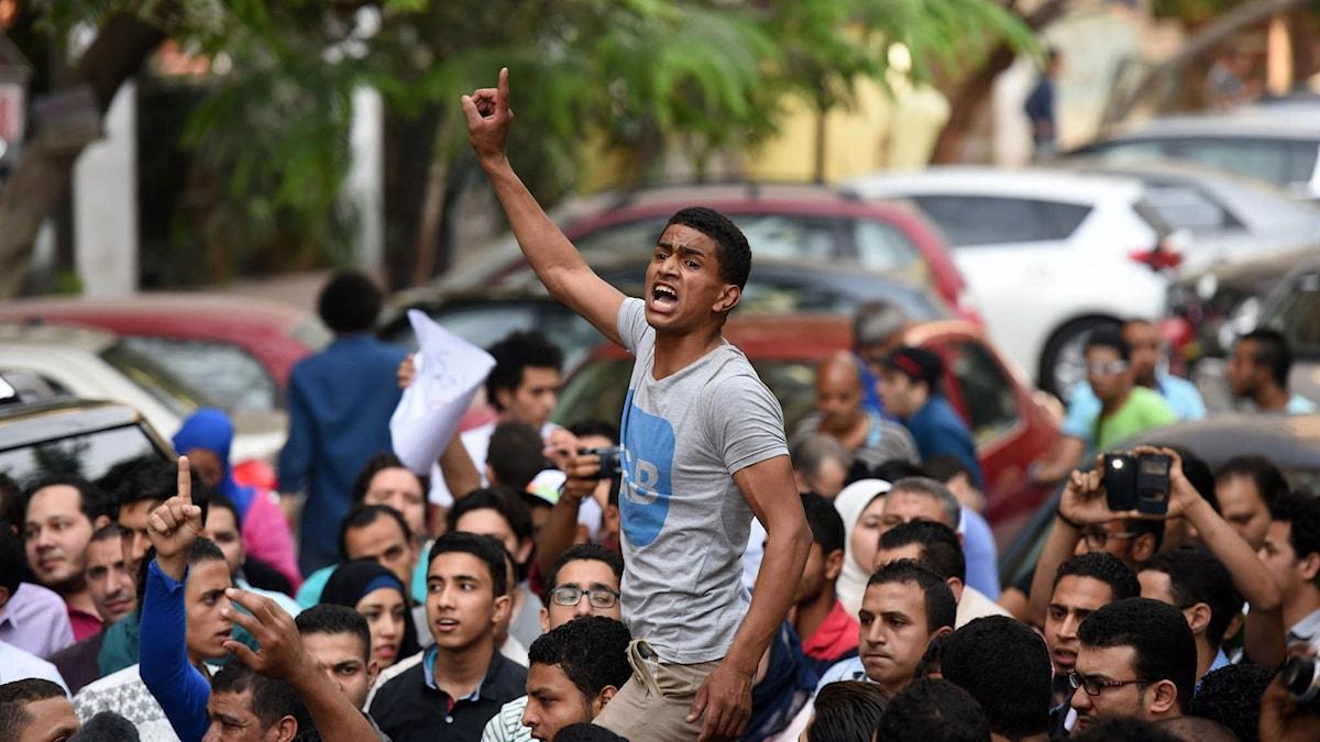 Egyptiska aktivister ropar slagord.