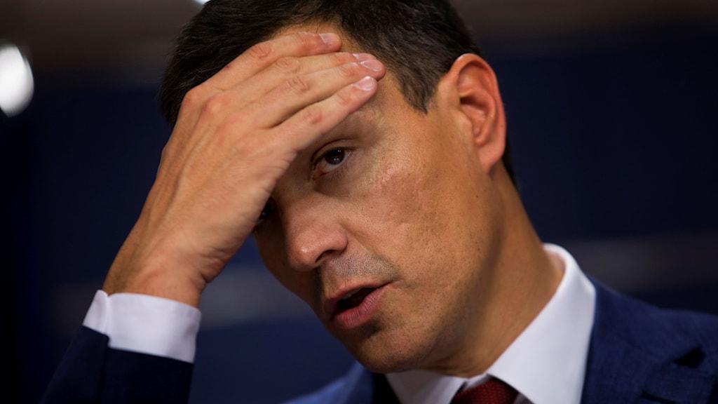 Socialistpartiets ledare Pedro Sanchez har gjort ett försök att bilda ny regering men har röstats ner.
