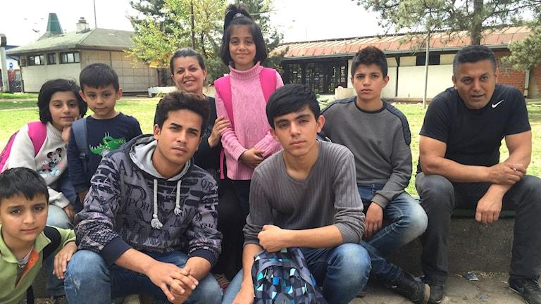 Familjen från irakiska Kurdistan betalade 1000 euro per person för att passera gränsen mellan Bulgarien och Serbien.