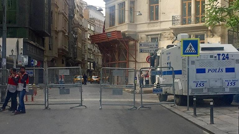 Vägarna till Taksimtorget är avspärrade.