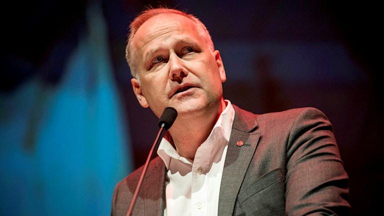 Vänsterpartiets ledare Jonas Sjöstedt inviger partiets kongress i Örebro på torsdagen.