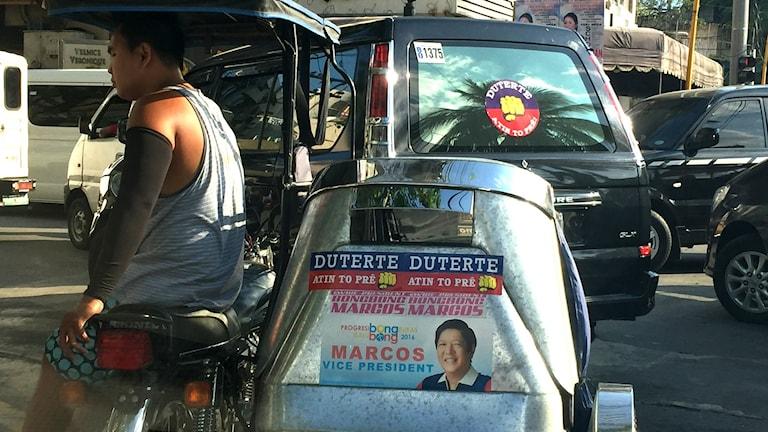 Stickers för Rodrigo Dutertes på bilar och motorcyklar.