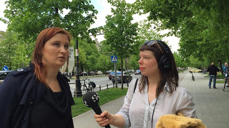 """""""Polacker är ett EU-entusiastiskt folk"""", säger Paulina Piechna-Więckiewicz, aktiv i den oppositionella vänstergruppen Initiativ för Polen som demonstrerar till stöd för EU. Foto: Dorota Nygren."""