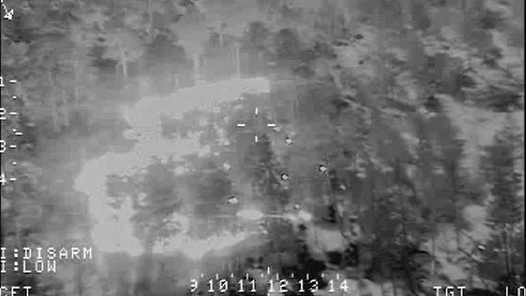 Bild taget från en av helikoptrarna som deltar i räddningsarbetet.