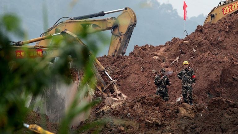 Arkivbild från tidigare skred:  Många saknas efter ett jordskred som inträffade i sydöstra Kina.