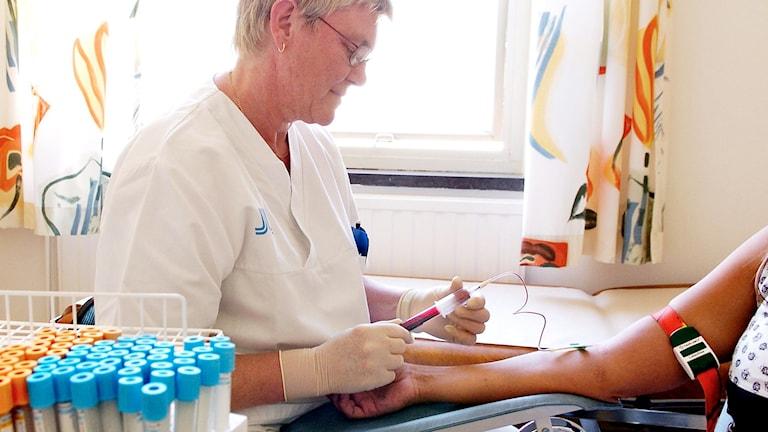 Patienten hiv-testas.