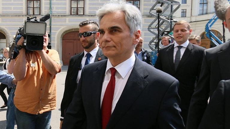 Werner Faymann har varit förbundskansler i Österrike i 8 år.