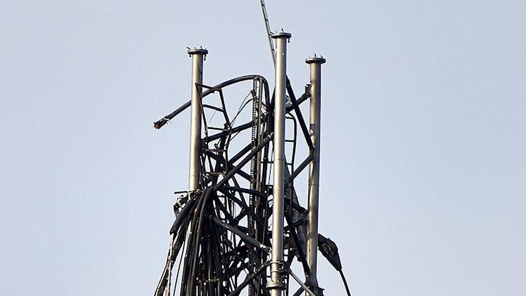 Nära 200 000 är drabbade av att en tv- och radiomast utanför Borås gått av