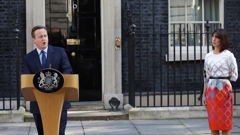 David Cameron meddelade tillsammans med sin fru Samantha på fredagsmorgonen att han avgår.