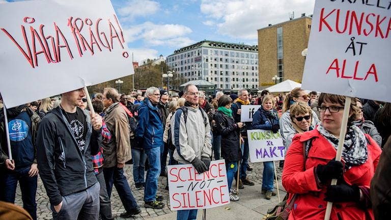 """Manifestationen """"March for Science Stockholm"""" vid Medborgarplatsen"""