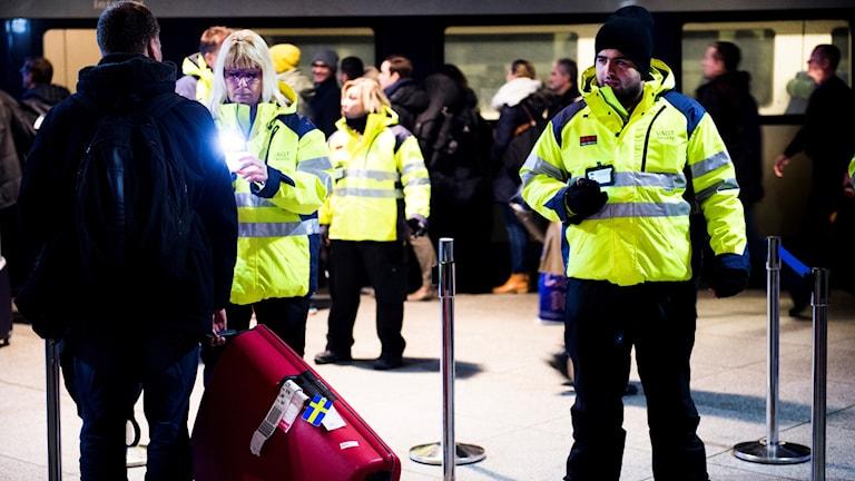 ID-kontroller vid tågstationen på Kastrup.