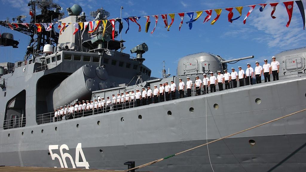 Ryska fartyg anländer till Zhanjiang i Guangdongprovinsen