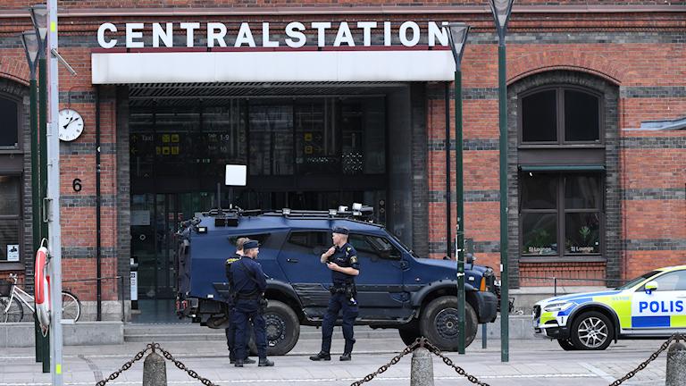 """4d1540b78b57 Poliserna kände sig trängda och var tvungna att skjuta"""" - Nyheter ..."""