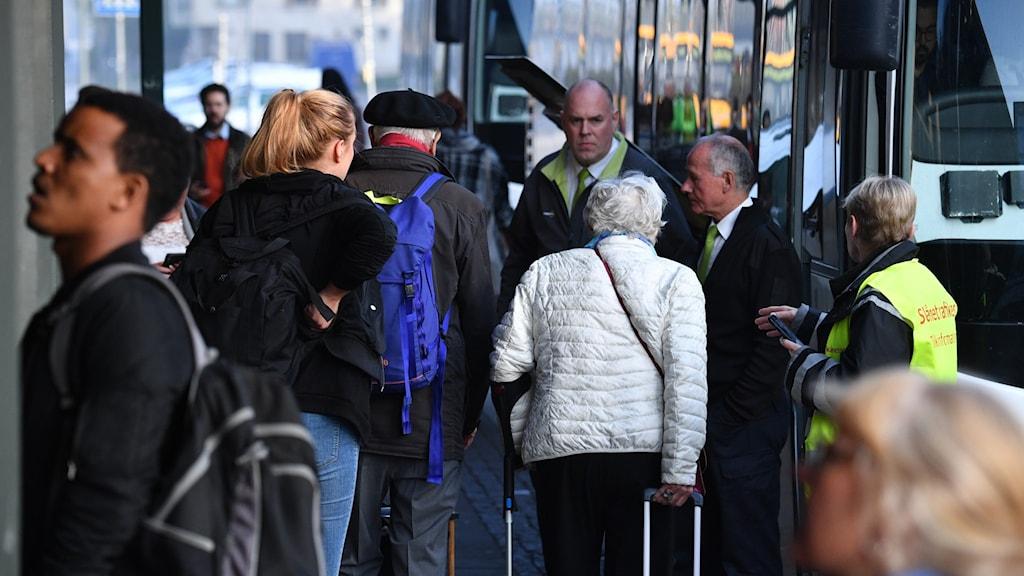 Nu rullar färre bussar i Skåne – trots larm om trängsel