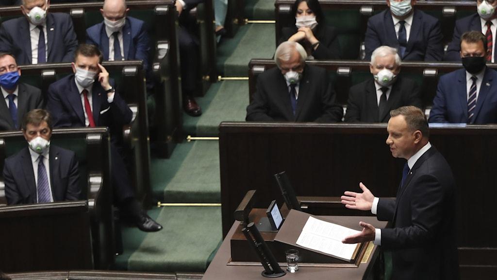 Polens president Andrzej Duda talar inför landets parlament.