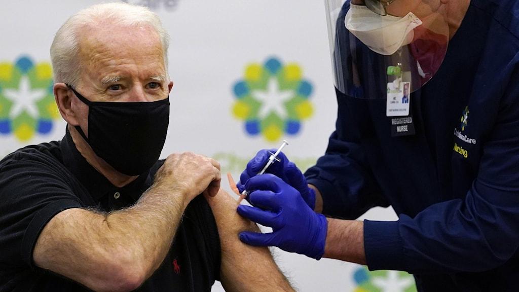 Joe Biden får vaccin