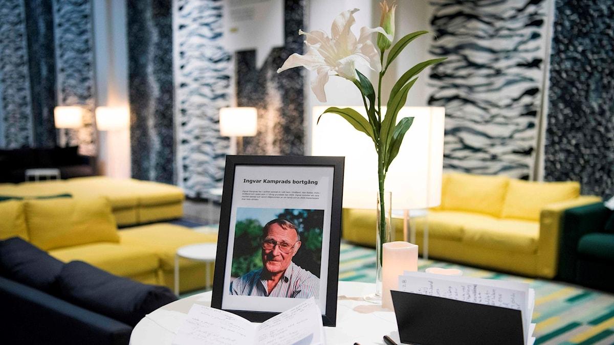 Kondoleansbok i IKEA-varuhuset i Barkaby. Foto: Jonathan Nackstrand/TT.