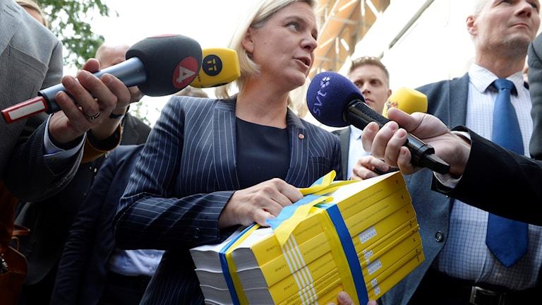 Magdalena Andersson med regeringens budget 2016.