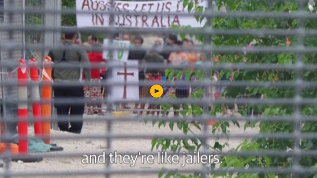 Skärmdump från The Guardians film från flyktinglägren på Nauruöarna.