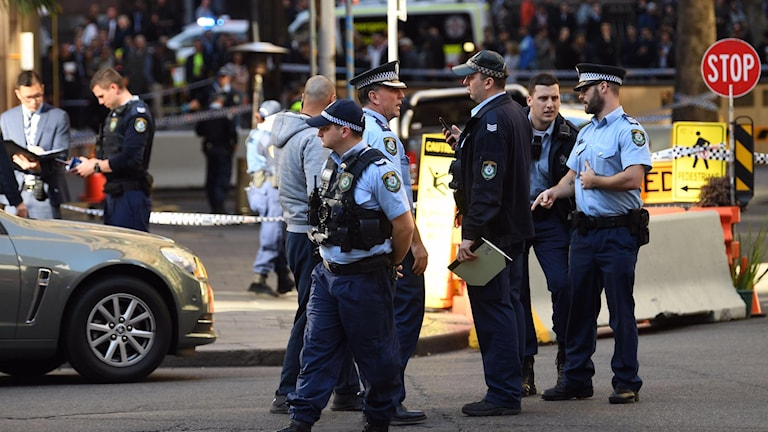 En kvinna attackerades med kniv på en gata i Sydney.