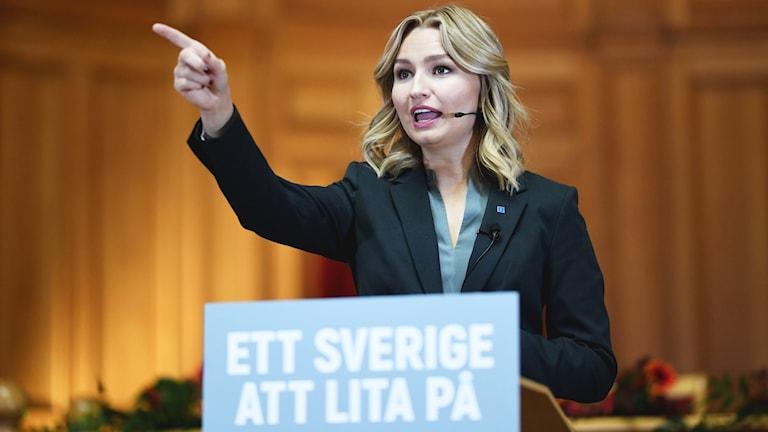 Kristdemokraternas partiledare Ebba Busch Thor (KD) hösttalar i andra kammarskalen i riksdagshuset i Stockholm.