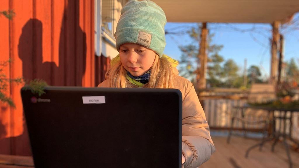 Milou Brinkeback, elev i årskurs fyra som har distansundervisning.