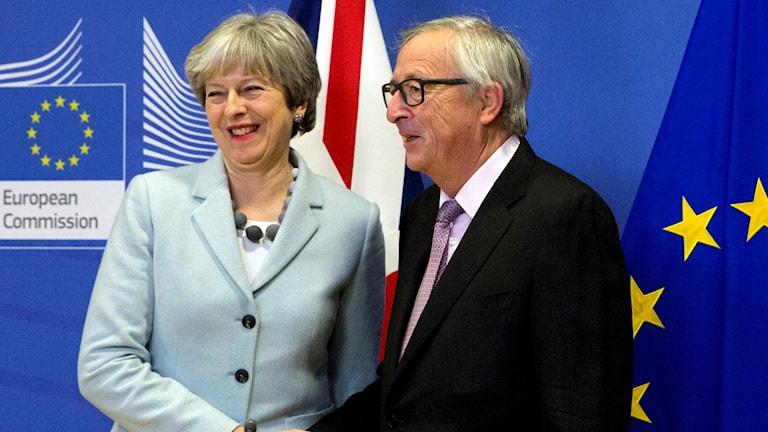 Theresa May träffar EU-kommissionens ordförande Jean-Claude Juncker.