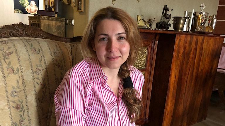 Shaparak Shajarizadeh greps när hon tog av sig sjalen.