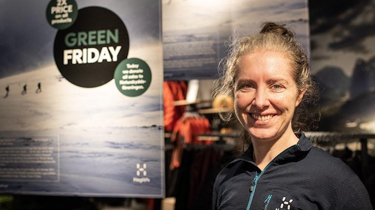 Elaine Gardiner är hållbarhetschef på Haglöfs, där man har valt att dubblera priserna under Black Friday.