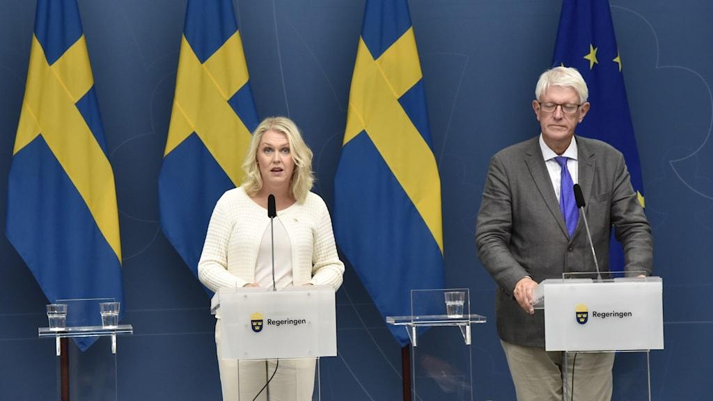 Lena Hallengren och Johan Carlsson