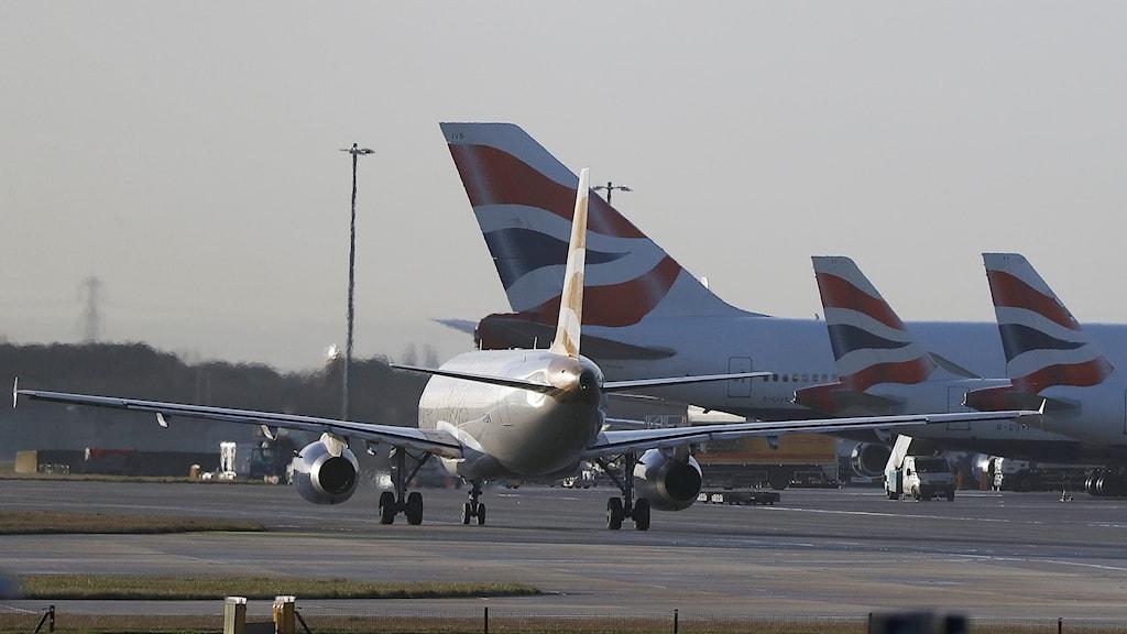 British Airways är ett av de bolag som slutar flyga till Iran.