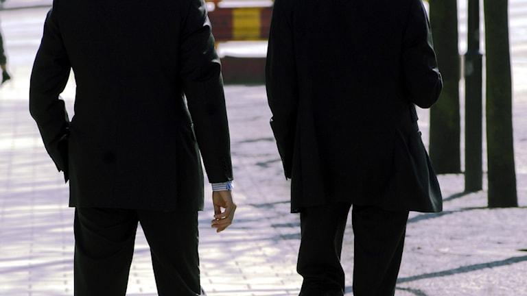Två män i kostym