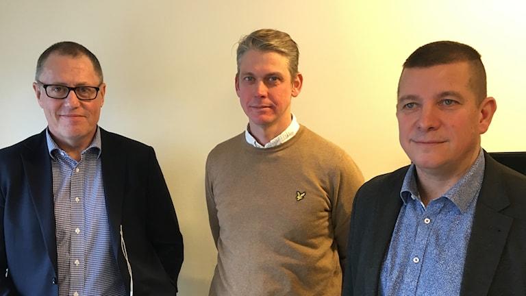Anders Weihe, Teknikföretagen, Niklas Hjert, Unionen och Veli-Pekka Säikkälä, IF Metall har slutit en principöverenskommelse. Foto: Anders Jelmin/Sveriges Radio