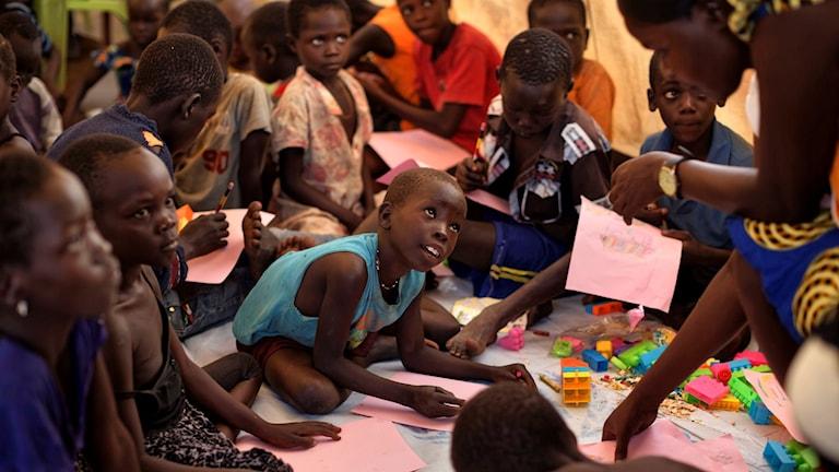 Barn i flyktingläger.