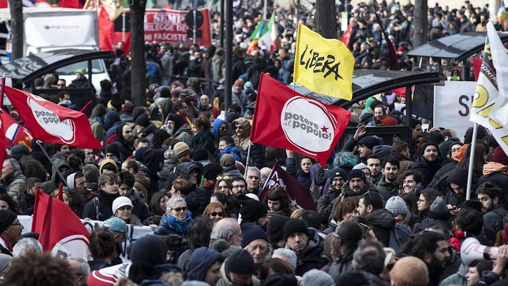 Stora manifestationer ägde rum i Italien i lördags. Foto: Massimo Percossi/TT.