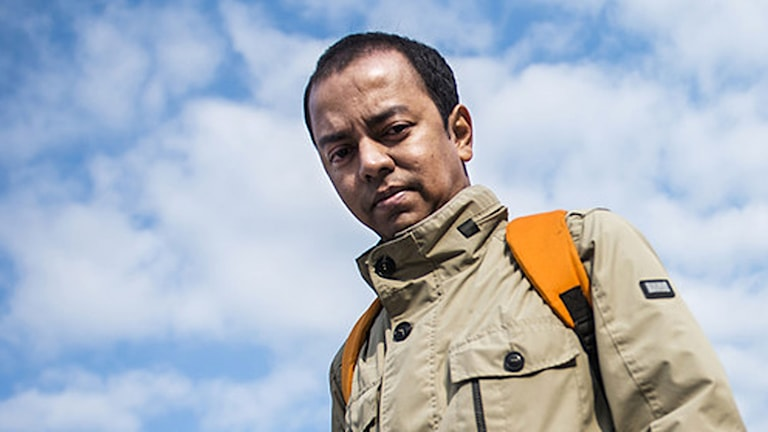 Syed Latif med moln och himmel bakom sig
