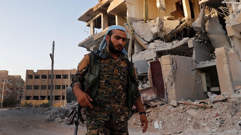 En medlem av de USA-stödda rebellgrupper som strider mot IS. Arkivbild.