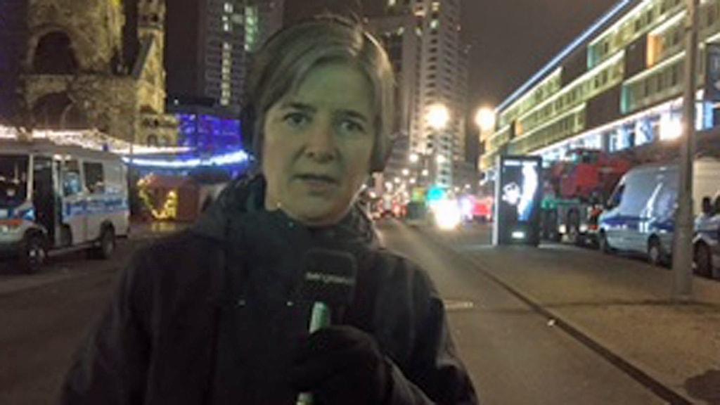 Sveriges Radios Tysklandkorrespondent Daniela Marquardt vid den plats där attacken med långtradare skedde