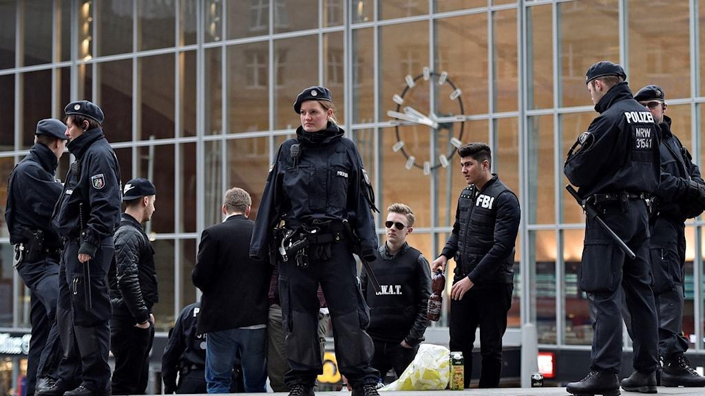Tyska poliser inför nyårsfirandet