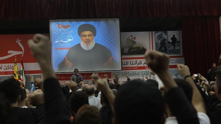 Hezbollahs ledare Hassan Nasrallah säger i ett tv-tal att Hariri arestterats av Saudiarabien.