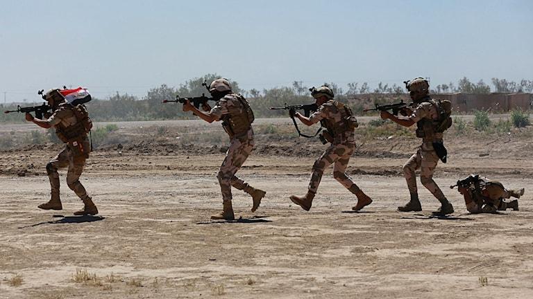 Arkivbild på irakisk militär vid övning.