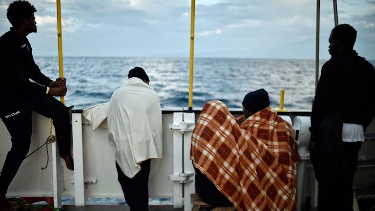 Människor på båt.