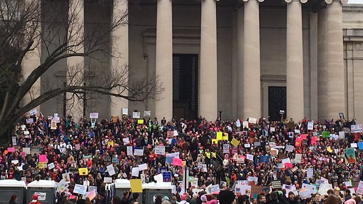Foto på folkmassa utanför Lincoln -monumentet